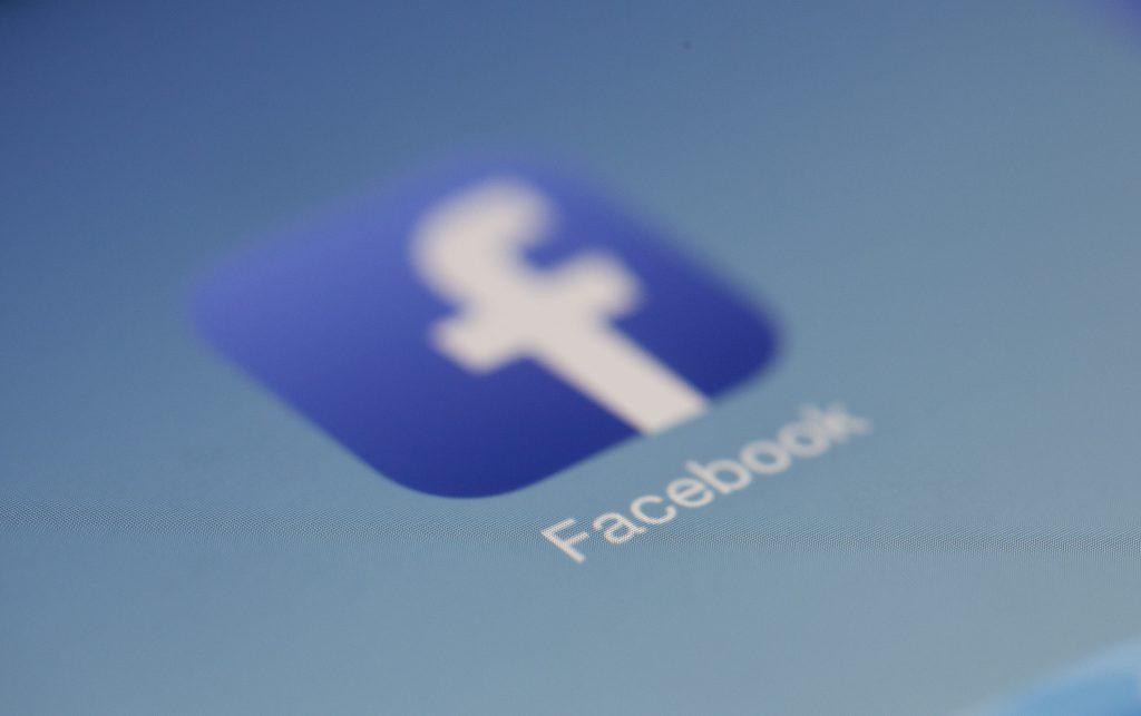 Facebook logo intro da pexels per BeLabs.it